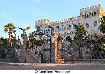 antiguo, desfile, palacio, torres, estatuas, dos, colores,...