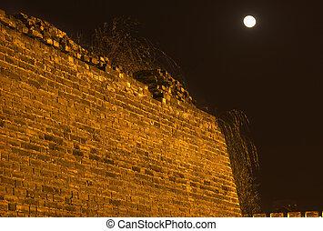 antiguo, pared de ciudad, parque, por la noche, con, luna, beijing, china