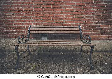 antik, bírói szék, -ban, egy, piros tégla közfal