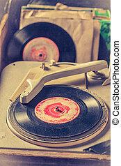 antik, gramofon, és, vinyls, mint, hanglejtés, és, szűrt, fénykép