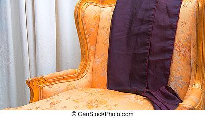 Antik, aranyozott, szék. Antik, levél növényen, arany