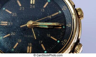 antiquité, or, montre-bracelet, main, seconde, en mouvement