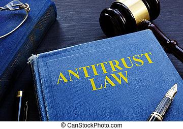 antitrust, juridisk bog, og, gavel, på, en, desk.