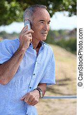 användande, äldre bemanna, mobiltelefon