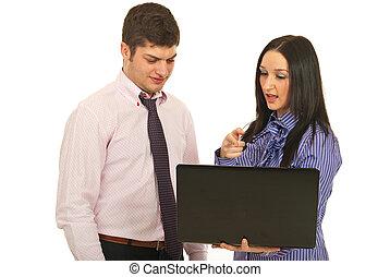 användande laptop, diskutera, affärsfolk