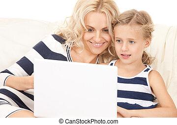 anya, boldog, számítógép, gyermek, laptop