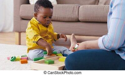 anya csecsemő, játék, noha, apró gátol, otthon