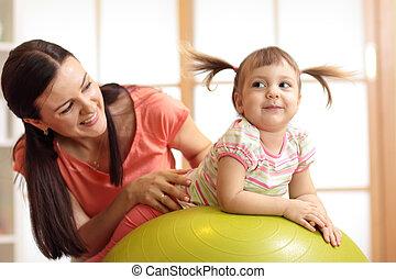 anya gyermekek, játék, noha, gymnastic labda, otthon