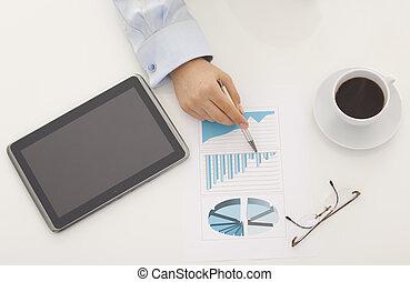 anyagi, táblázatok