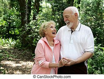 anziano attivo, coppia, con, copyspace