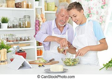 anziano, cena, preparare, nipote, uomo