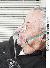anziano, con, maschera ossigeno