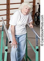anziano, donna, terapia,  ambulatory, detenere