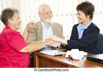 anziano, gruppo, stretta di mano, affari