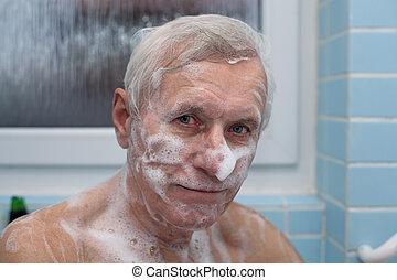 anziano, il bagnarsi, uomo