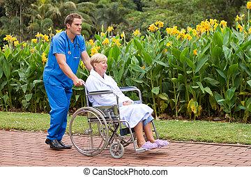 anziano, paziente, su, carrozzella