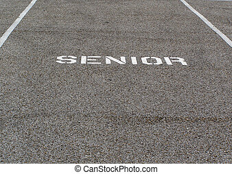 anziano, spazio parcheggio