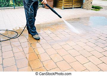 ao ar livre, chão, limpeza, com, pressão alta, jato água, -, limpeza, bloco concreto, chão, ligado, terraço