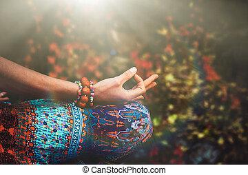 ao ar livre, ioga, mudra, prática, mão, mulher, closeup, meditação, gesto