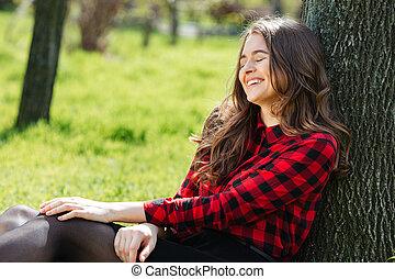 ao ar livre, mulher, árvore, inclinar-se