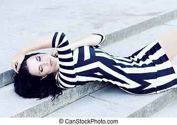 ao ar livre, mulher jovem, atraente, excitado, vestido