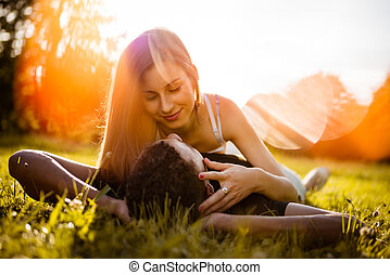 ao ar livre, par, -, jovem, abraçando, romance