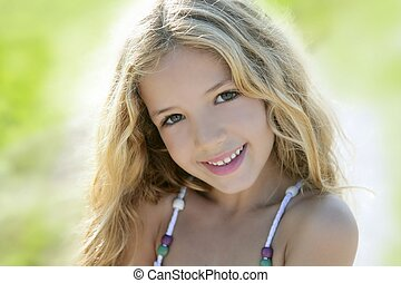 ao ar livre, verde, retrato, menina sorridente, feliz