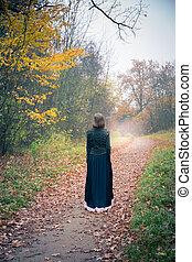 ao longo, andar, mulher, jardim, estrada