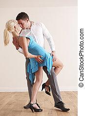apaixonado, par dançando, junto