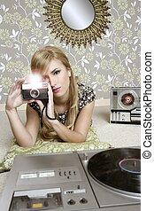 aparat fotograficzny, retro, fotografia, kobieta, w, rocznik wina, pokój