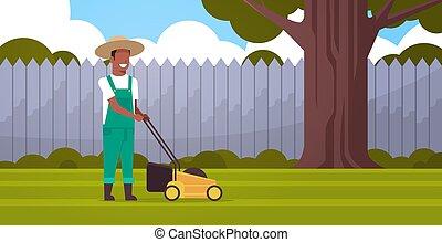 apartamento, gramado, conceito, jardinagem, jardim, africano, em movimento, americano, corte, comprimento, cheio, verde, agricultor, quintal, movedor, capim, horizontais, jardineiro, homem