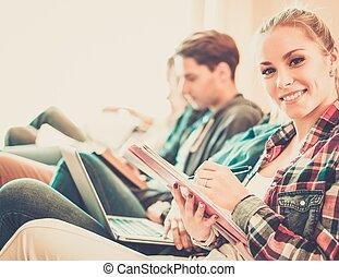 apartamento, grupo, estudiantes, preparando, interior,...