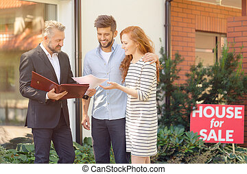 Apartment seller presenting buying conditions