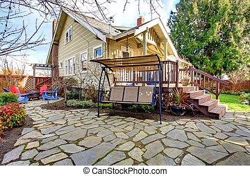 apedrejado, quintal, com, coberto, pátio, balanço, e, churrasco, área