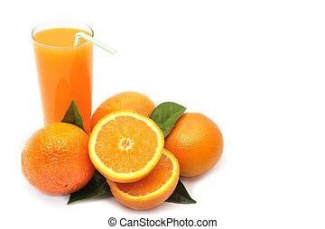 apelsiner, med, grönt lämnar, och, glas, av, juice, på, a, vit fond