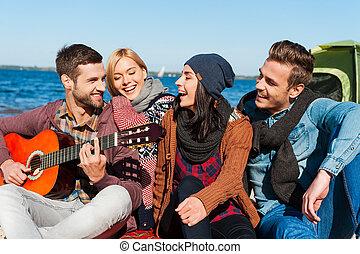 apenas, guitar., pessoas, tocando, riverbank, amigos, jovem...