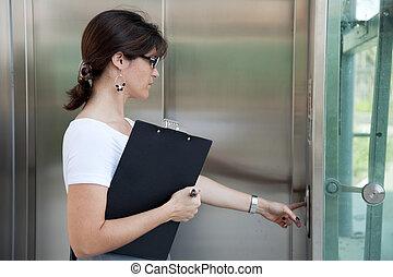 apertando, a, botão elevador