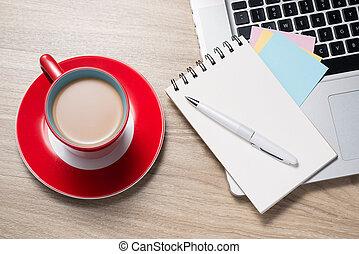 aperto, tazza caffè, vuoto, penna, quaderno, scrivania, bianco