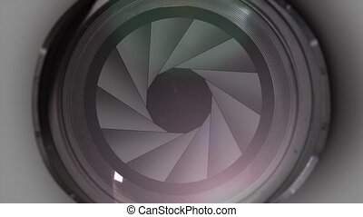 Photographic lens opens its diaphragm closely