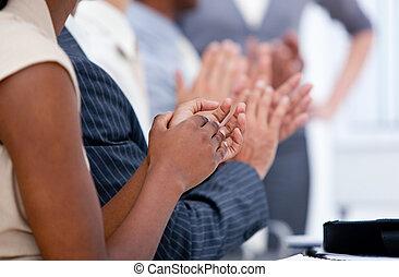 aplaudiendo, reunión, ambicioso, equipo negocio