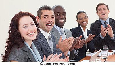 aplaudir, reunión, businessteam, feliz