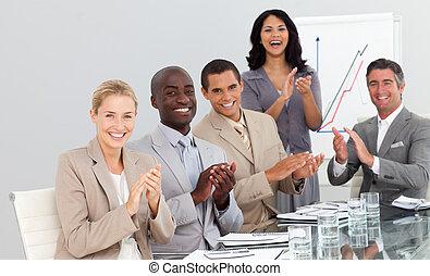 aplaus, věnování, business národ