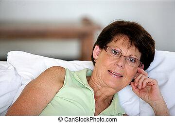 apoiado, mulher, aposentado, almofadas, algum, cima