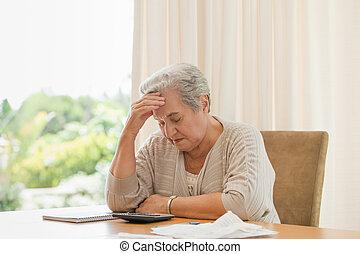 aposentado, mulher, calculando, dela, doméstico, contas