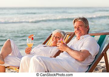 aposentado par, bebendo, coquetel