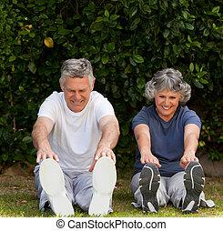 aposentado par, fazendo, seu, exercícios