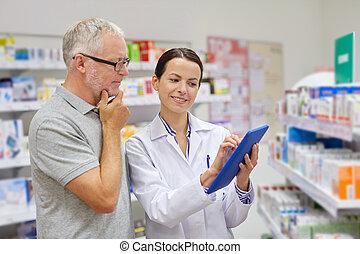 apotekaren, med, skrivblock persondator, och, äldre bemanna