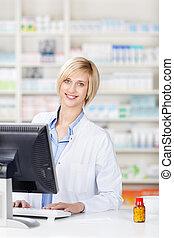 apoteker, bruge computer, hos, apotek, bagkappen
