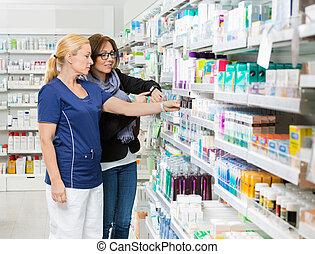 apoteker, fjerner, produkt, by, kunde, viser, smartwatch, ind, apotek