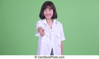 appareil photo, beau, pointage, femme affaires, asiatique, heureux
